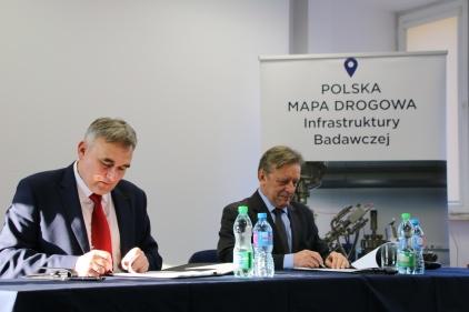 od lewej: prof. Marek Figlerowicz (IChB PAN) oraz dr Olaf Gajl (OPI PIB)