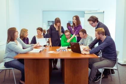 Na zdjęciu pracownicy Laboratorium Analiz Statystycznych i Ewaluacji podczas badań. Fot. Marcin Zięba